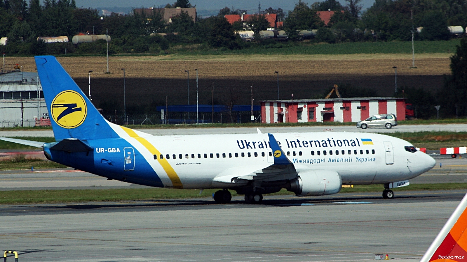 Ukraine International Airlines - Boeing 737-900 - Praha