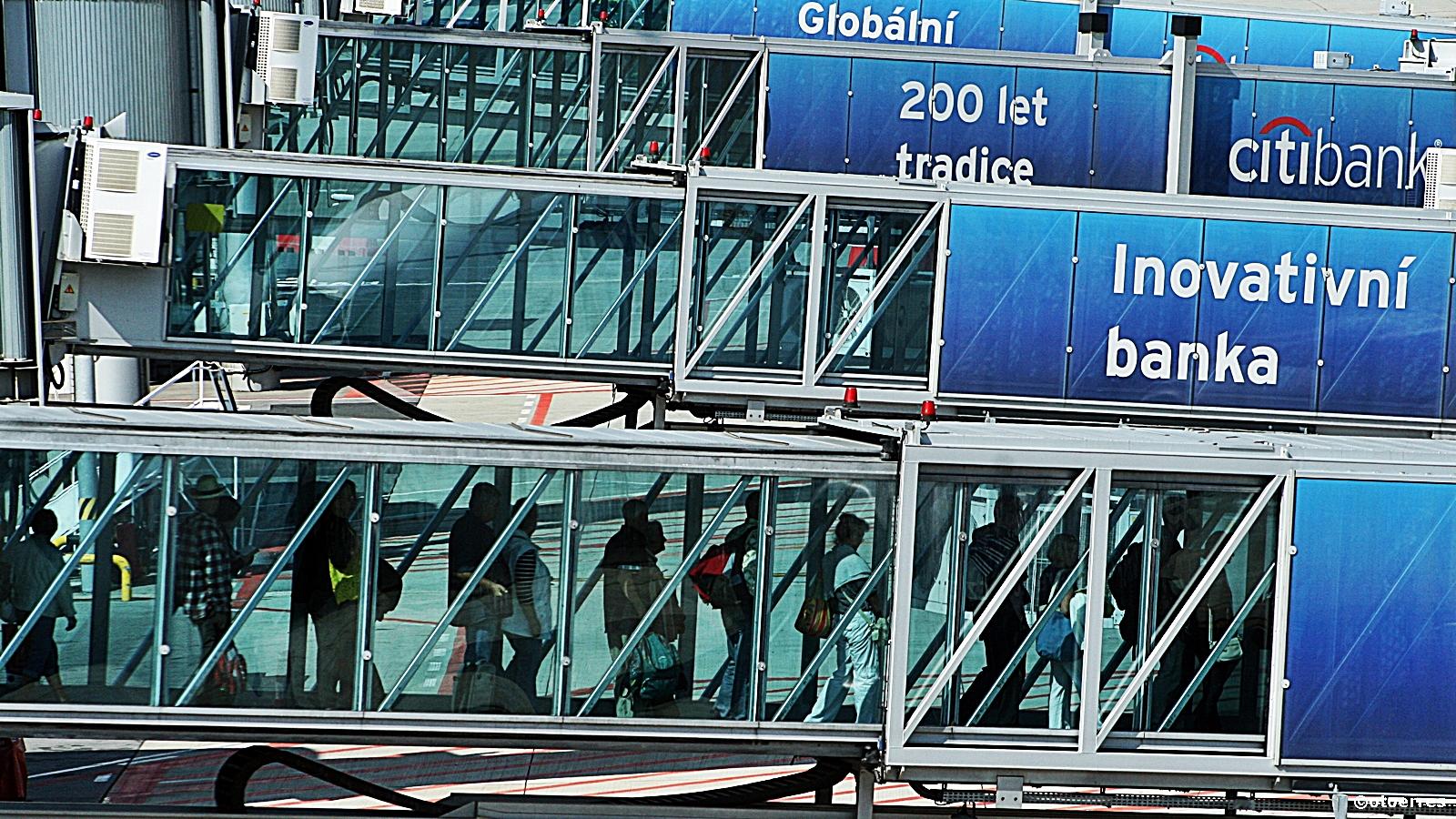 Passasjerbroer - Praha - Vaclav Havel Airport -PRG