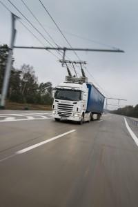 I februar 2016 vil Scania begynde at gennemføre tests af eldrevne lastbiler. Formålet med projektet er at demonstrere og evaluere teknologi til overførsel af elektricitet, herunder overførsel af elektricitet via luftledninger til køretøjer, som er udstyret med en strømaftager (pantograf). (Scania)