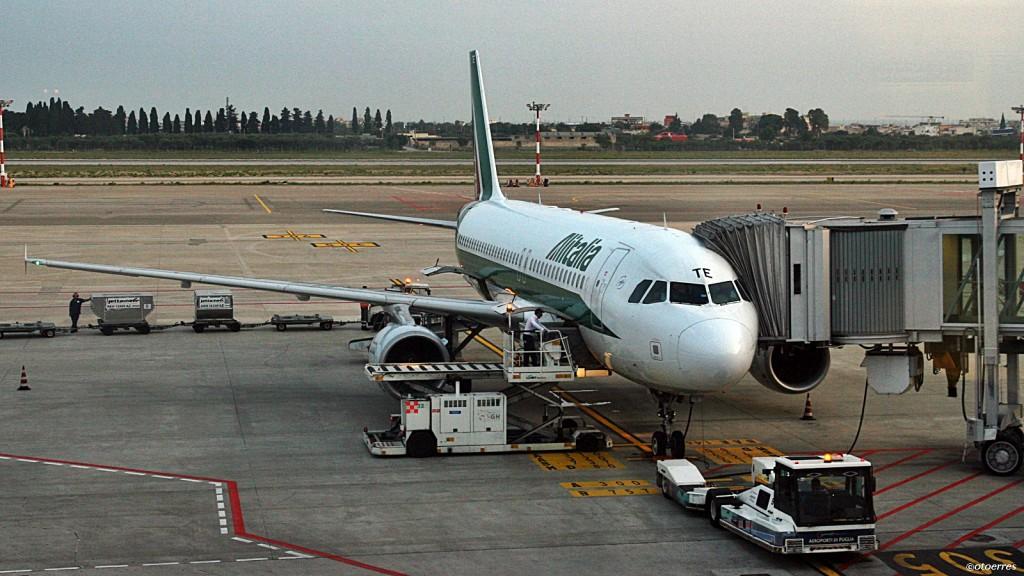 Alitalia - Airbus A 320 - Bari