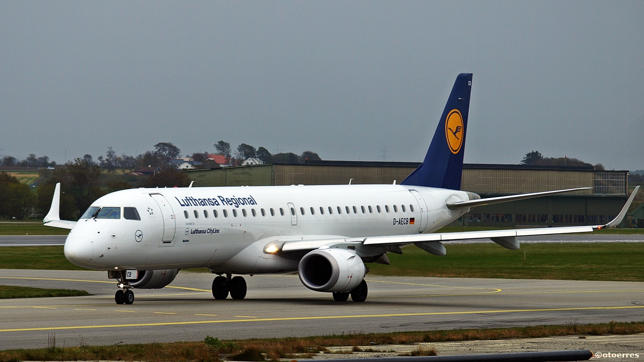 currency and lufthansa Lufthansa lists an airport office at tehran imam khomeini international airport in  (the daily star, airlines stop iran flights as currency crisis bites, 10/8.