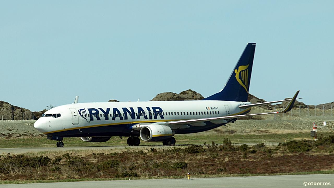 yanair - Boeing 737 - Haugesund Airport - 2016