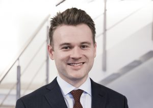 Er det en tredjepartsudbyder, bør du tjekke deres vilkår og betingelser meget grundigt igennem, for at finde ud af, hvem har ansvaret for din rejse — og hvilken betydning det har, hvis flyselskabet går konkurs, fortæller Kristian Weber fra ADVODAN Glostrup & Taastrup. (advodan.dk)