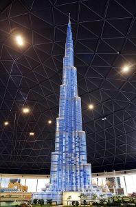 Burj Khalifa - verdens høyeste bygning , er selvfølgelig med i Legoland Dubai - oppført i Legoklosser (bildekilde: Legoland Dubai/Related.dk)