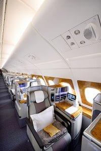 Fra Emirates nye business class på Airbus A 380. Legg merke til at hattehyllene over vindusplassene er borte  (bilde: EK)