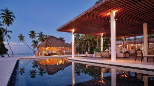Vill du bo spektakulärt i Indiska Oceanen, utan att påverka miljön alltför mycket? På prisbelönta och eko-certifierade Park Hyatt Maldives Hadahaa kan du spendera natten i en lyxig villa på en privat ö. Hotellet har sedan start arbetat med att skydda den unika naturen och korallreven i regionen. (bildkälla: hotels.com)
