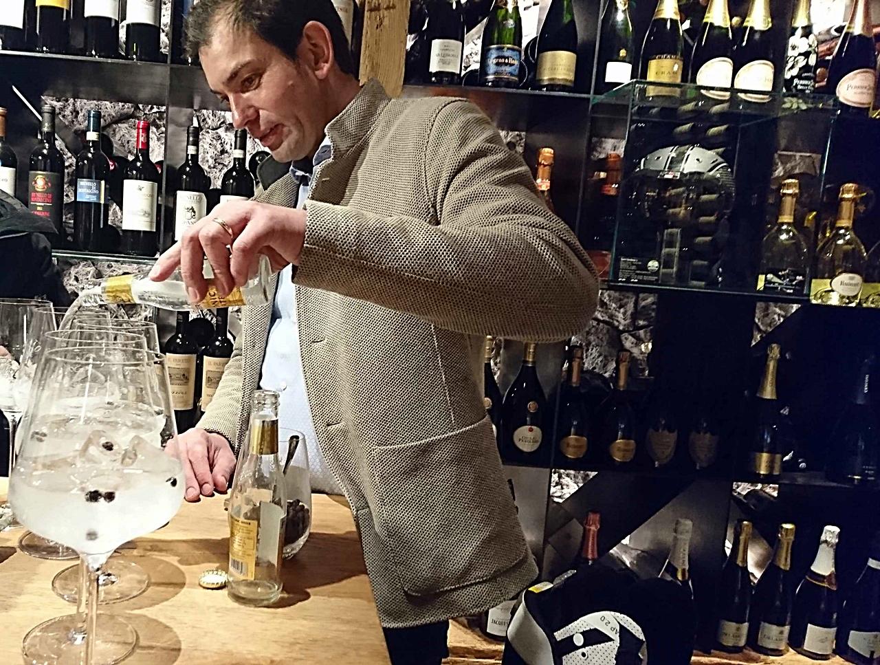 Hjemmelaget gin - Restaurant Sofie - Val Gardena - Markus Prinoth - restauranteier