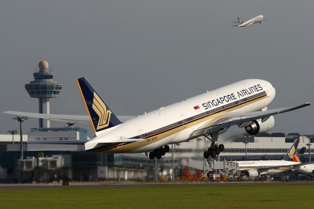 Singapore Airlines - Boeing 777 - Take off