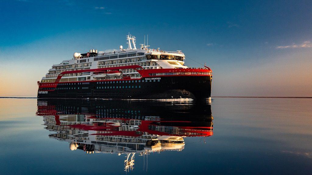 Hurtigruten - Roald Amundsen - Nordvestpassasjen - Hybriddrift - 2019  - PhotoBy Karsten Bidstrup