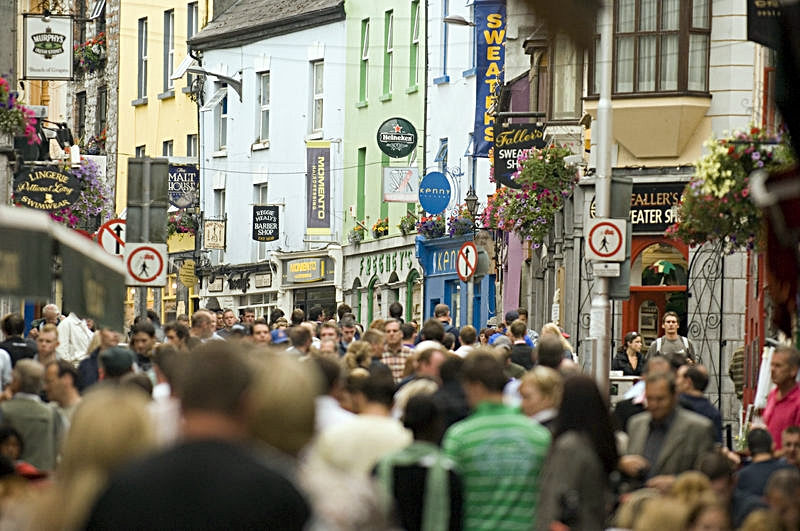 Gateliv - Folkemengde - Galway - Irland - Lonely Planet