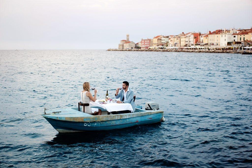 Slovenia - Piran - par - dining - middag - småbåt