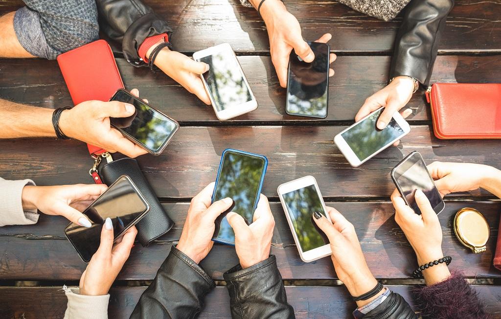 Mobiltelefoner - Smartphones - Illustrasjon - Ticket
