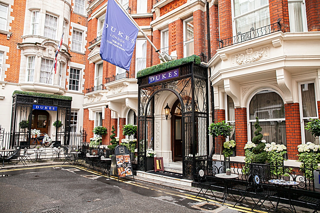 Live Private Guide - Dukes Hotel London