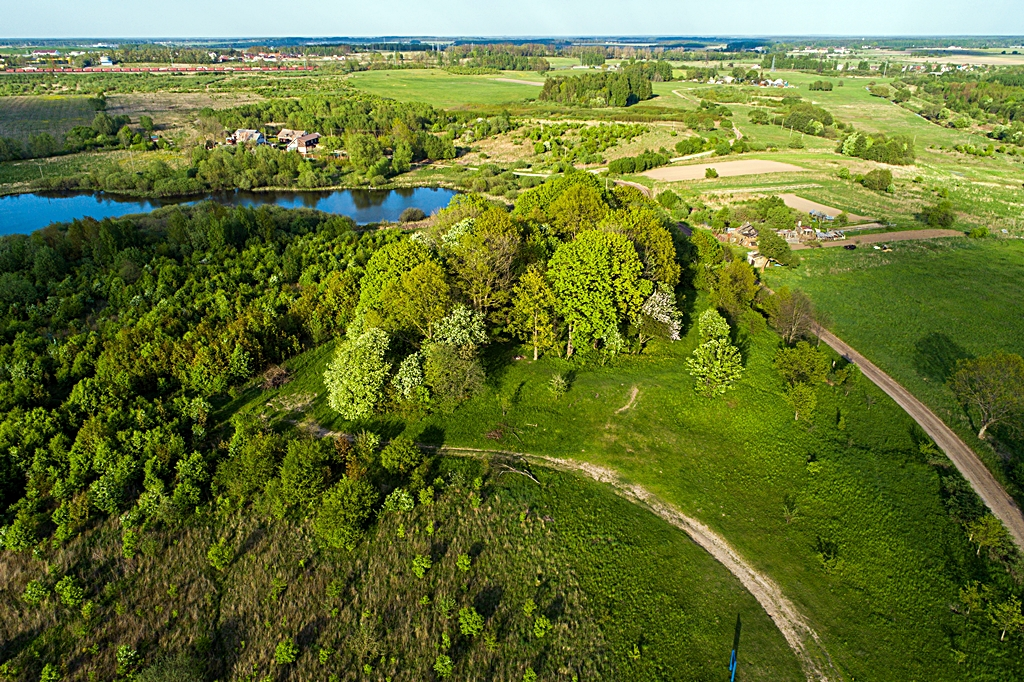 584 kilometer Litauen - Klaipeda - Zarde (Kuncai) Hill Fort- Festning - Skog