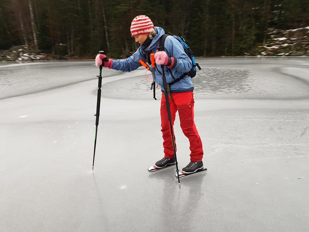Sjekk av istykkelse - vann - vinter - isstaver - sikkerhet på isen