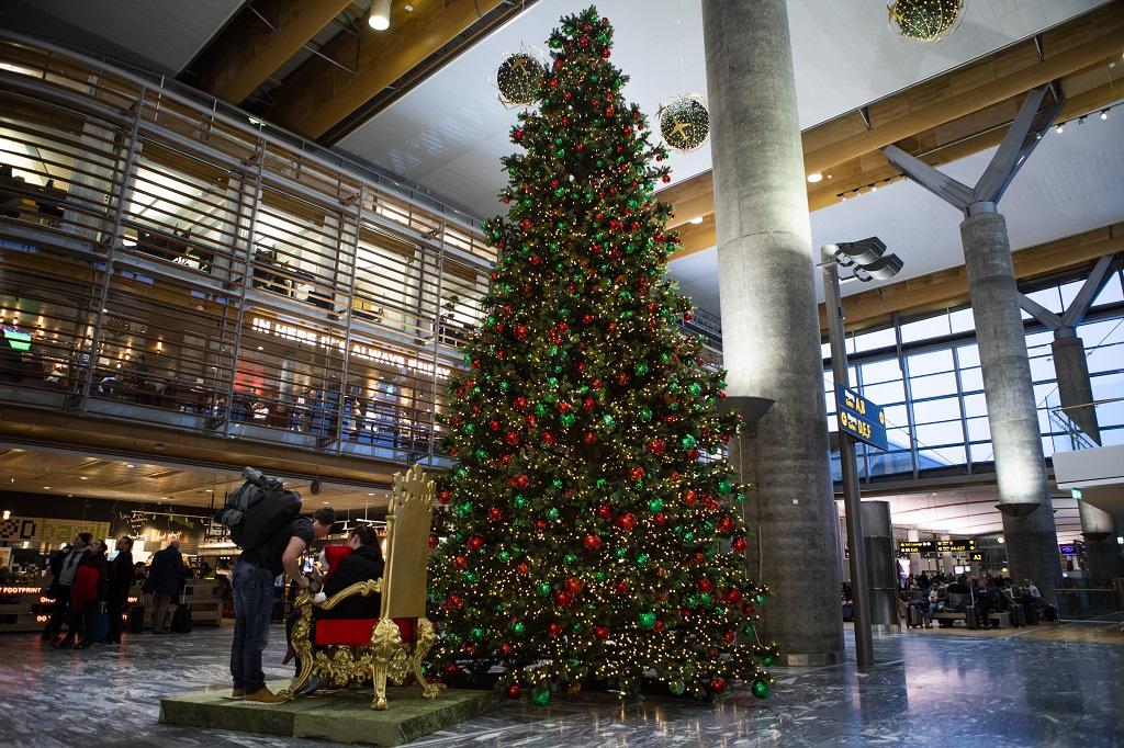 Juletre - avganshall - Avinor Oslo lufthavn - Gardermoen- 2019