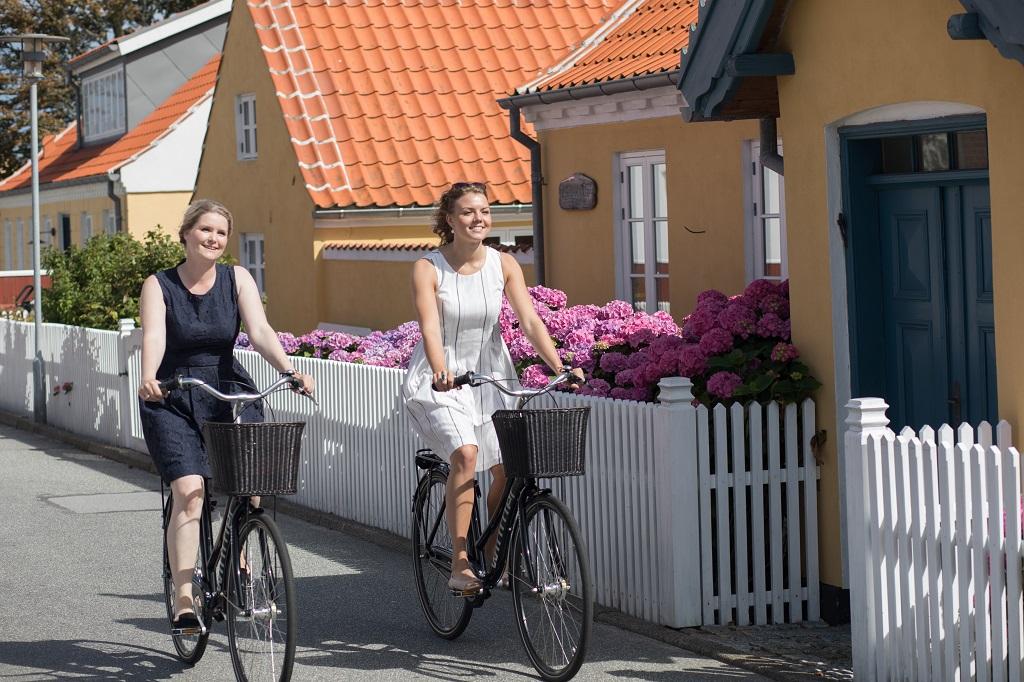 Damer på sykkel - Sommerstemning - Skagen - NordJylland - Danmark