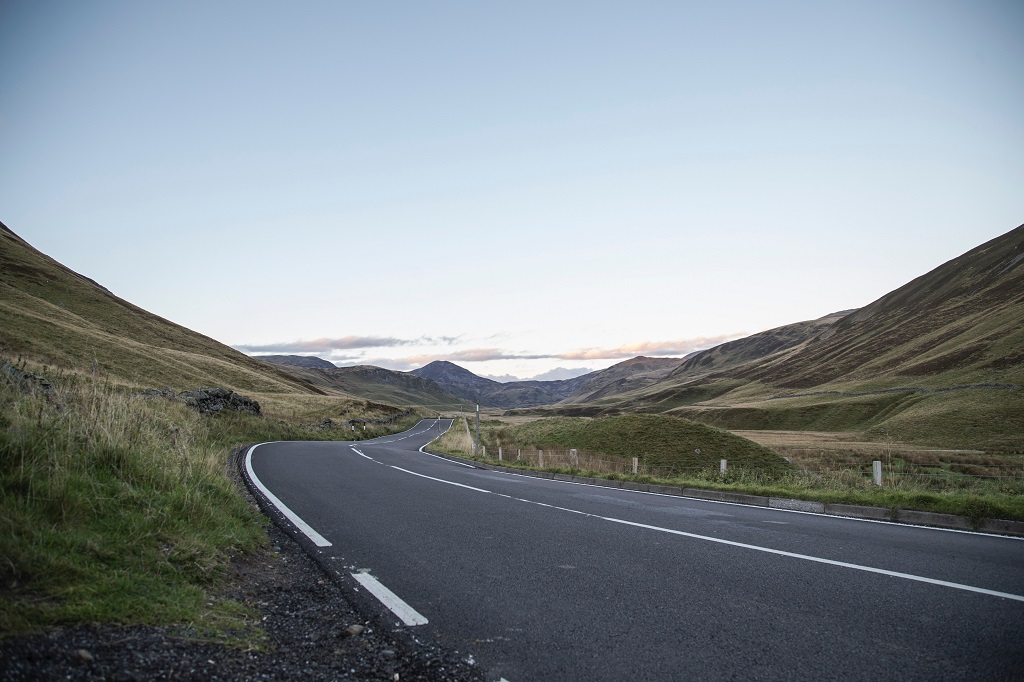 Cairngorms National Park road - Ballater -Skottland