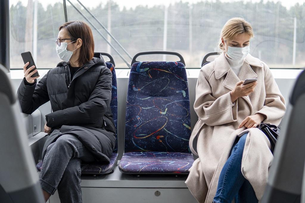 Munnbind - Koronasmitte - kvinner - buss- smartphones - Vipps - Betalingsmidler - Dinero