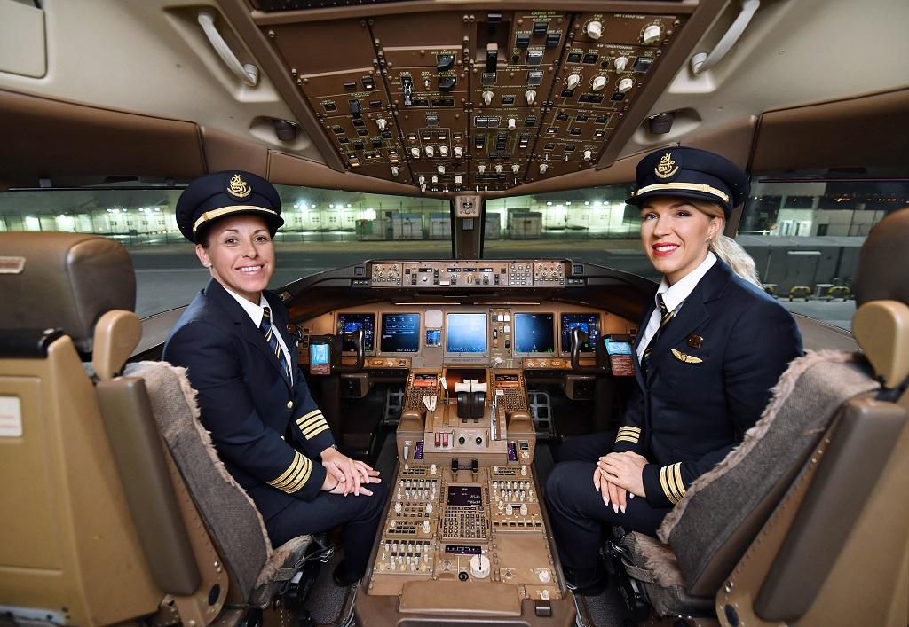 Emirates - kvinnelig flybesetning - Fraktfly