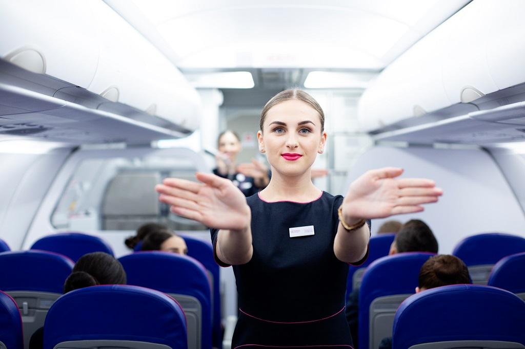 Wizz Air - Cabin - Flyvertinne - sikkerhetsinstruks