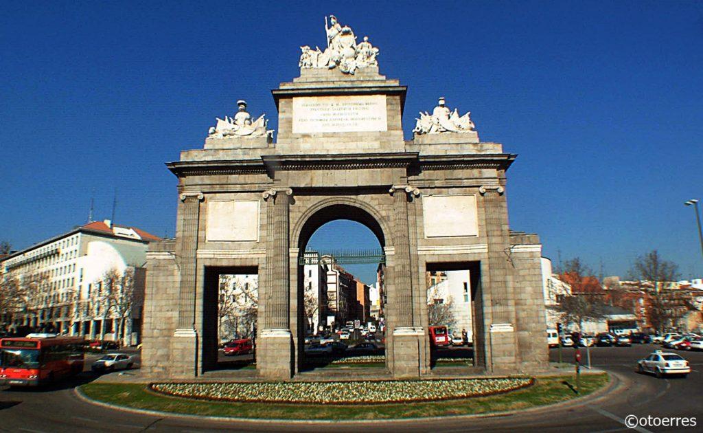 Puerta de Toledo - Triumfbue - Madrid - Spania