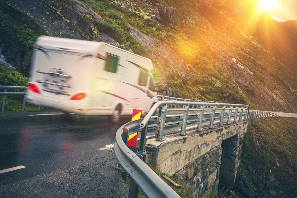 Bobil - smale veier - vanskelige kjøreforhold - Trygg Trafikk