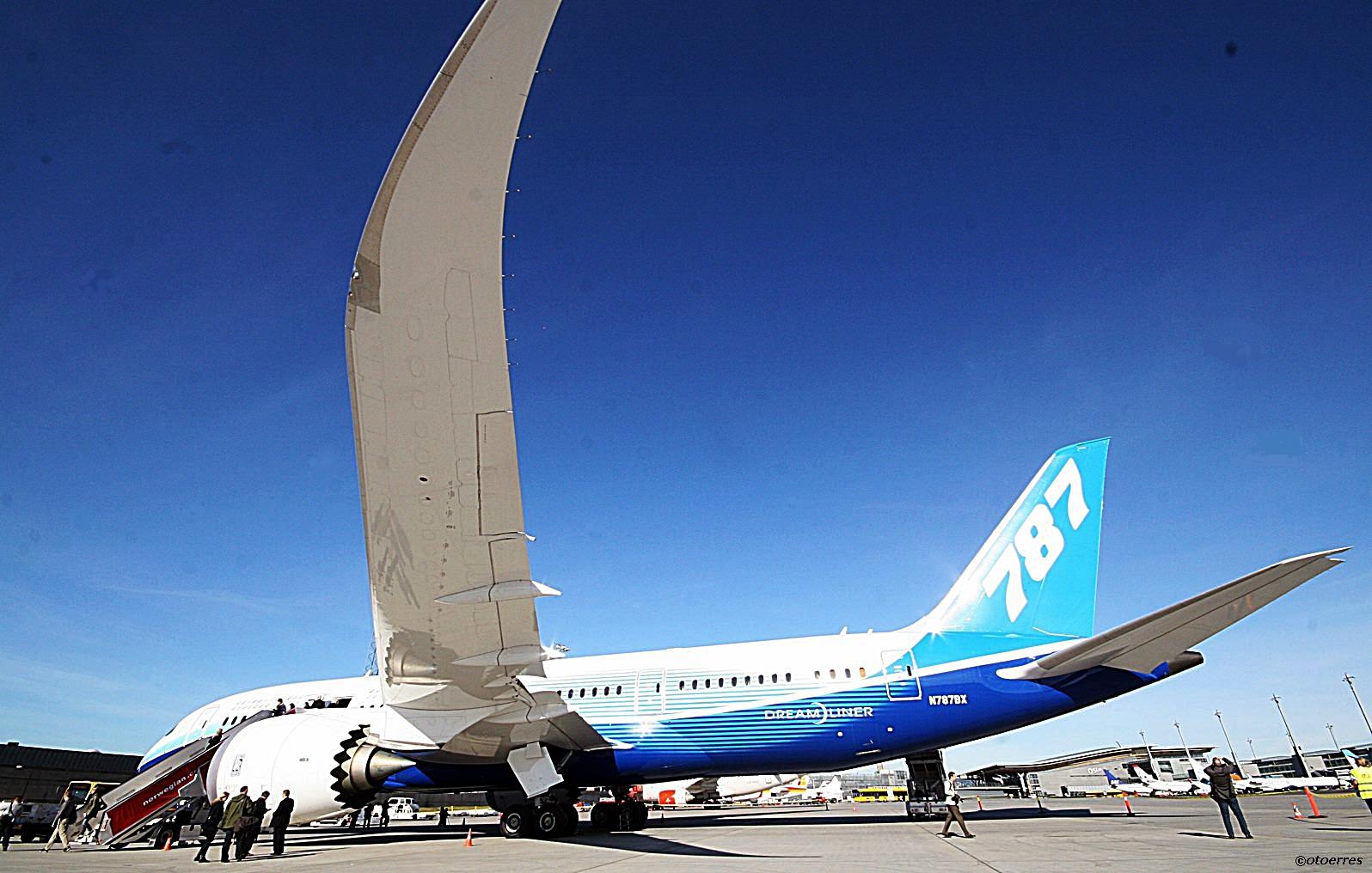 Boeing B 787 Dreamliner - Oslo Airport -Gardermoen 2012