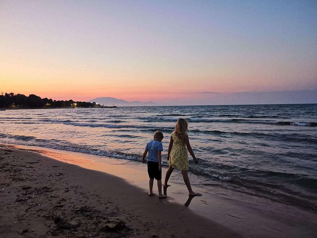 Barn - strand - syden - Fremtind