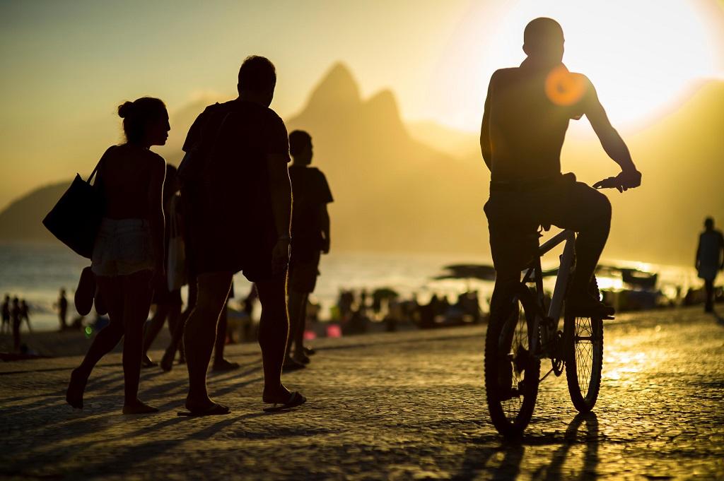 Trygg Trafikk - gående - syklister - solnedgang - Rio de Janeiro