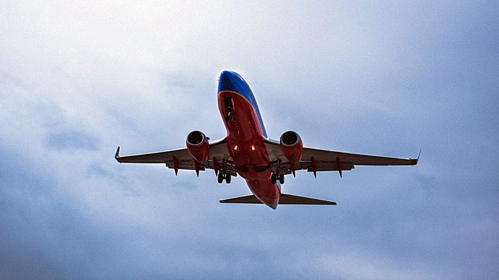 Southwest - Boeing 737 - Landing - Unsplash