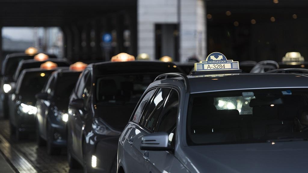 Taxi - Drosjer - Kø - oppstilling - Taxilover - samferdselsdepartementet