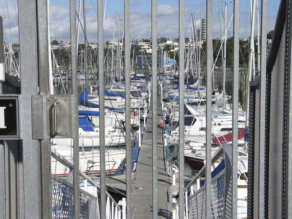 Småbåthavn - låsbar jernport - Tyverisikring - Frende forsikring