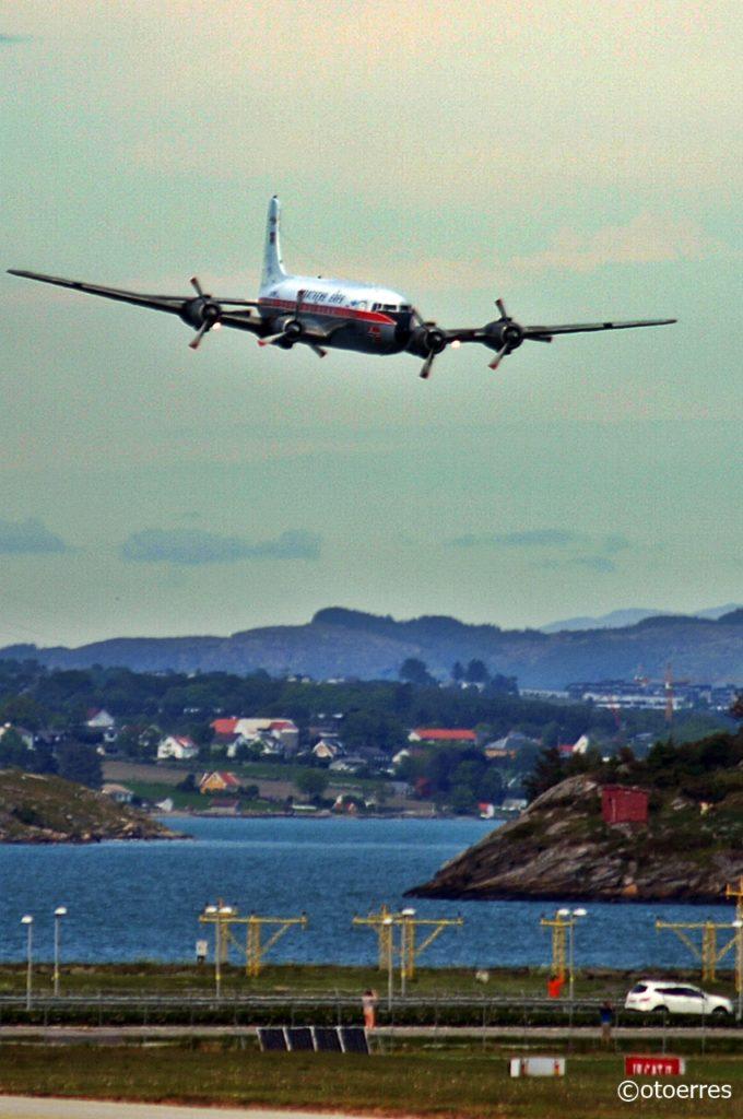 Braathens SAFE - Douglas DC6B - Stavanger lufthavn Sola - 2020