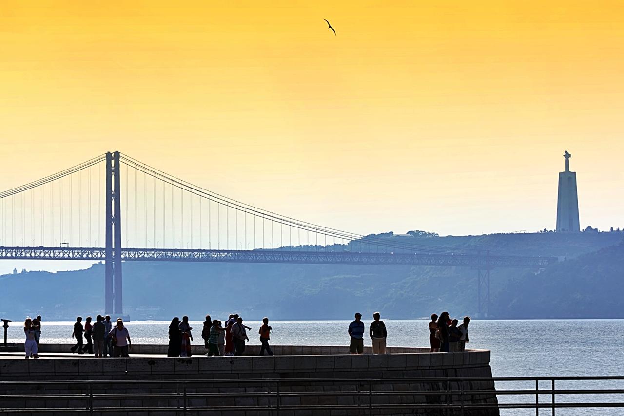 Belem - Lisboa - Bro - Statue - Portugal