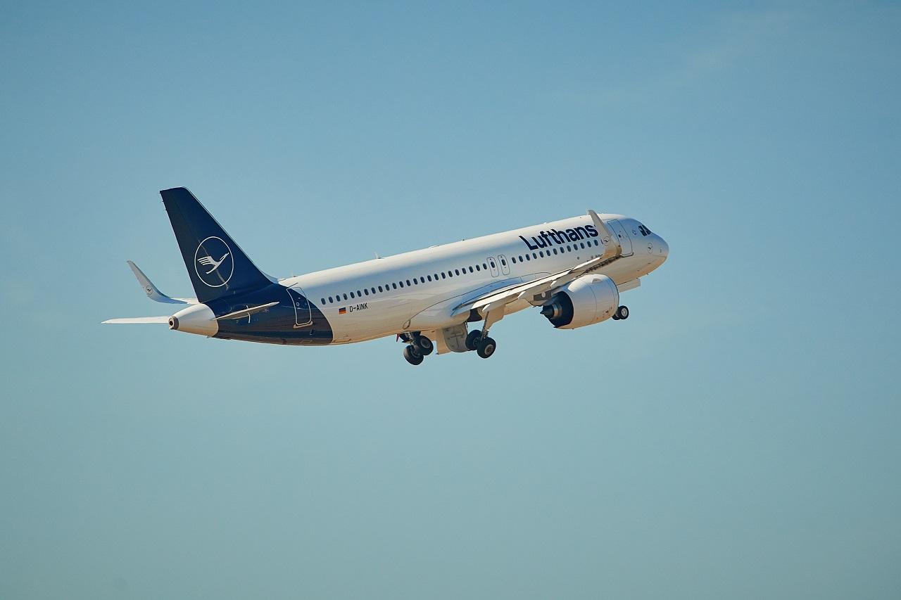 Lufthansa - Airbus A 320 - take off - 2020