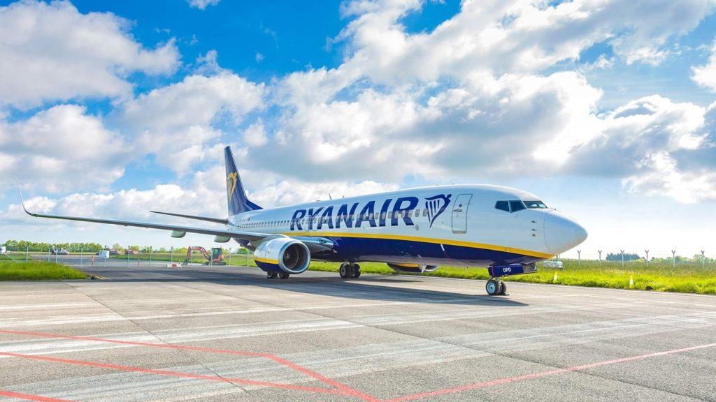 Ryanair - Boeing 737-800 - at ground