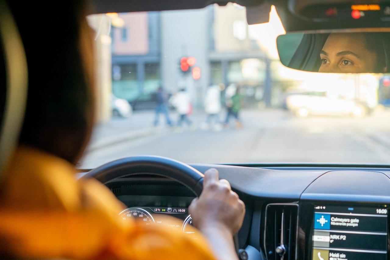 Bil - kjøring - speil - trafikk - Fremtind