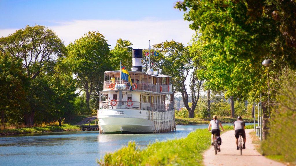 Båten Juno - Syklister - Göta kanal - Sverige