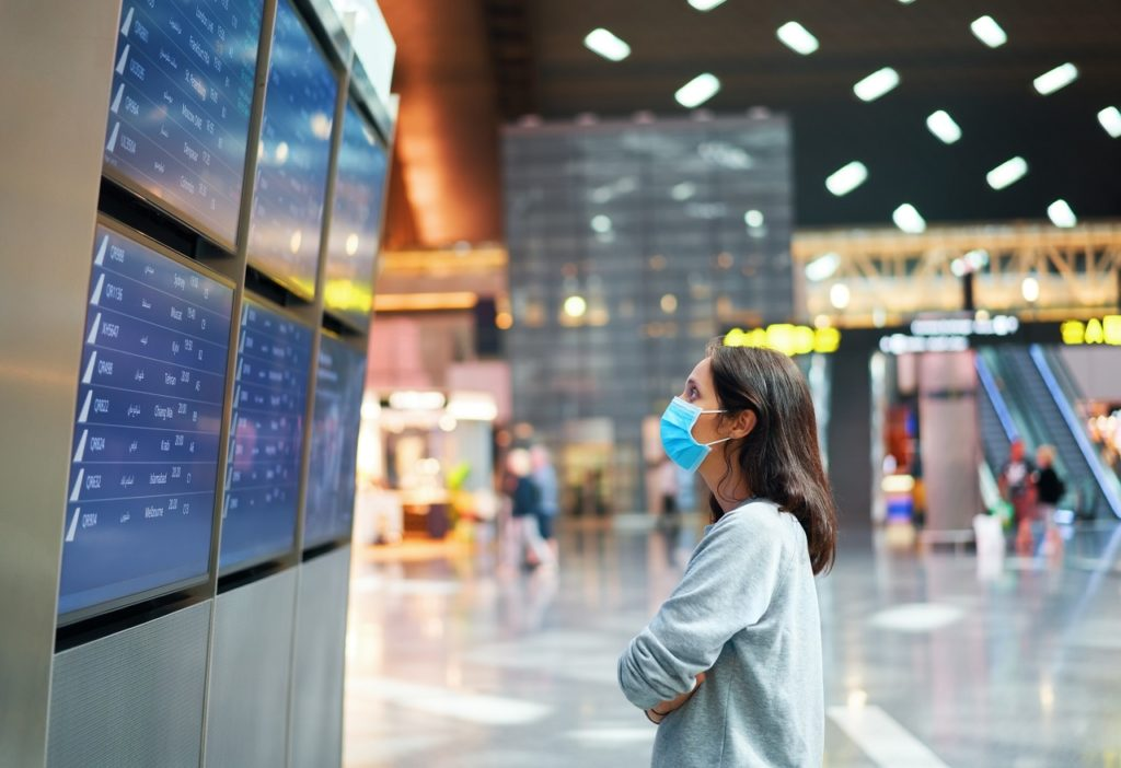 Kvinne med munnbind - Flyplass - Fremtind