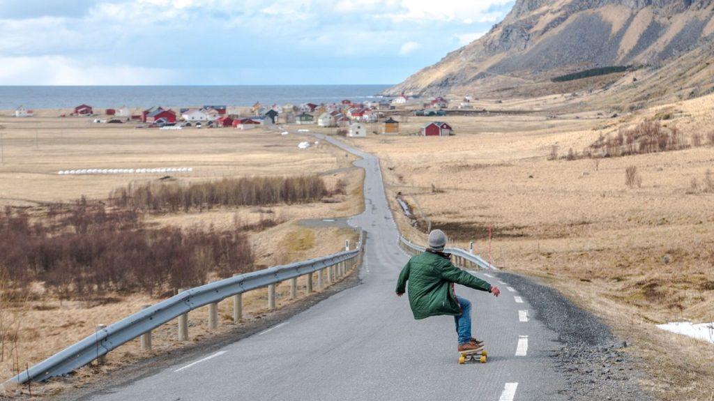 Skateboard - Lofoten - Merket for bærekraftig reisemål - Innovasjon Norge - 2020