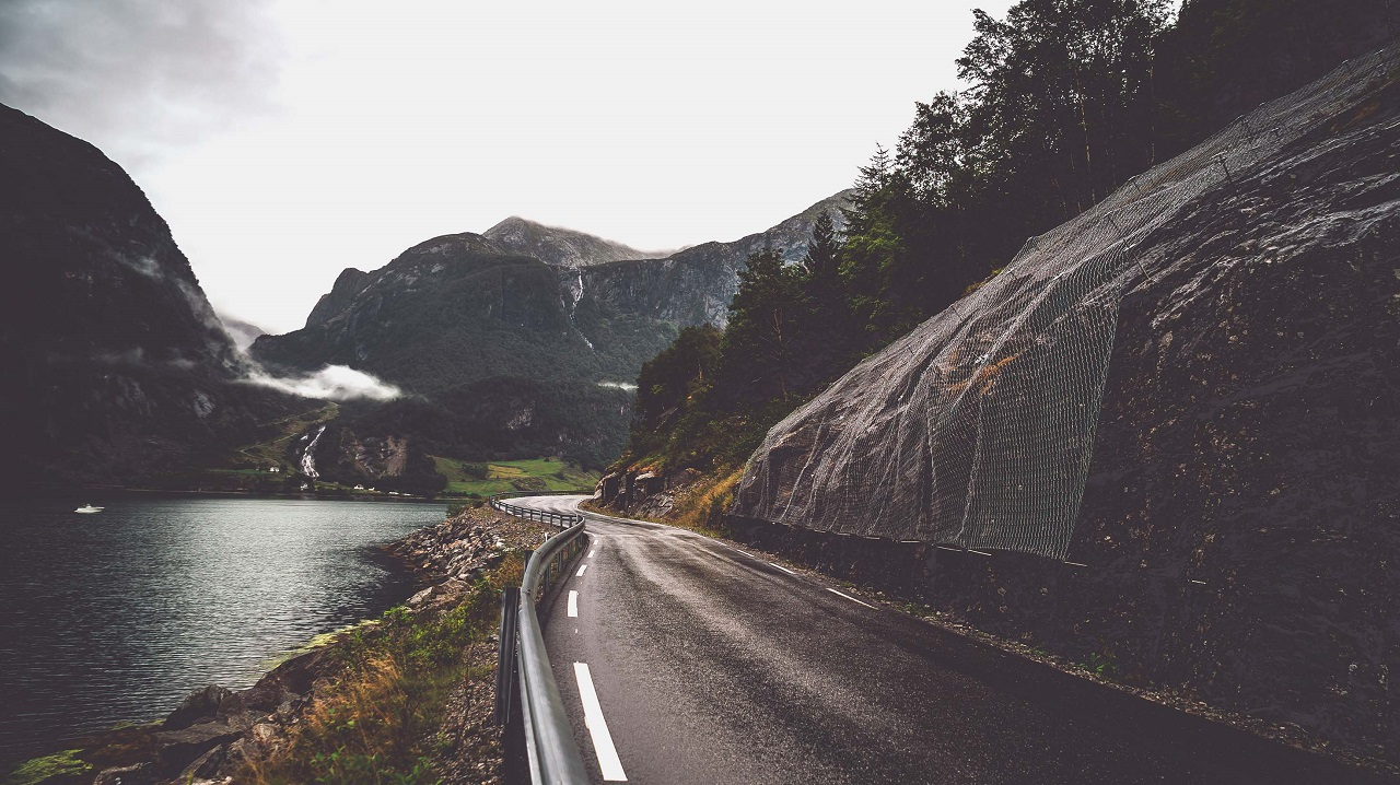 Bygdevei - utkant Norge - Veivedlikehold - NAF