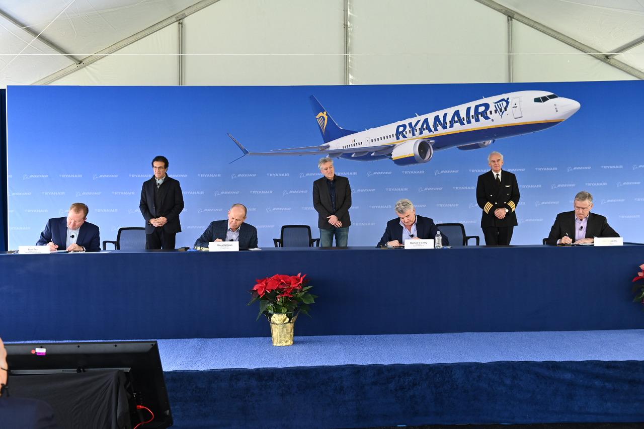 Ryanair - kontrakt - Boeing 737MAX -Signering - Desember 2020
