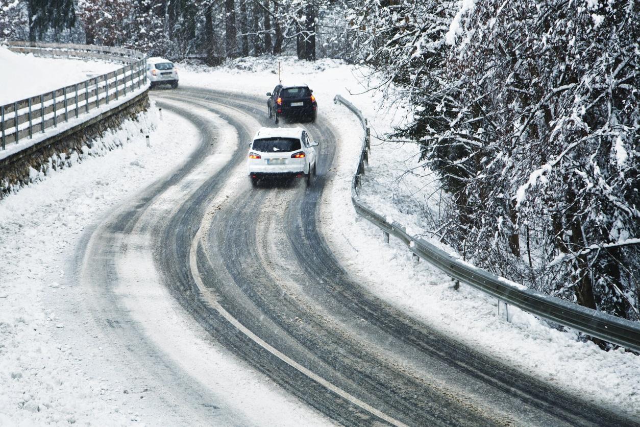 Snø - is - Glatte veier - vinterføre - Bilkjøring - Frende forsikring