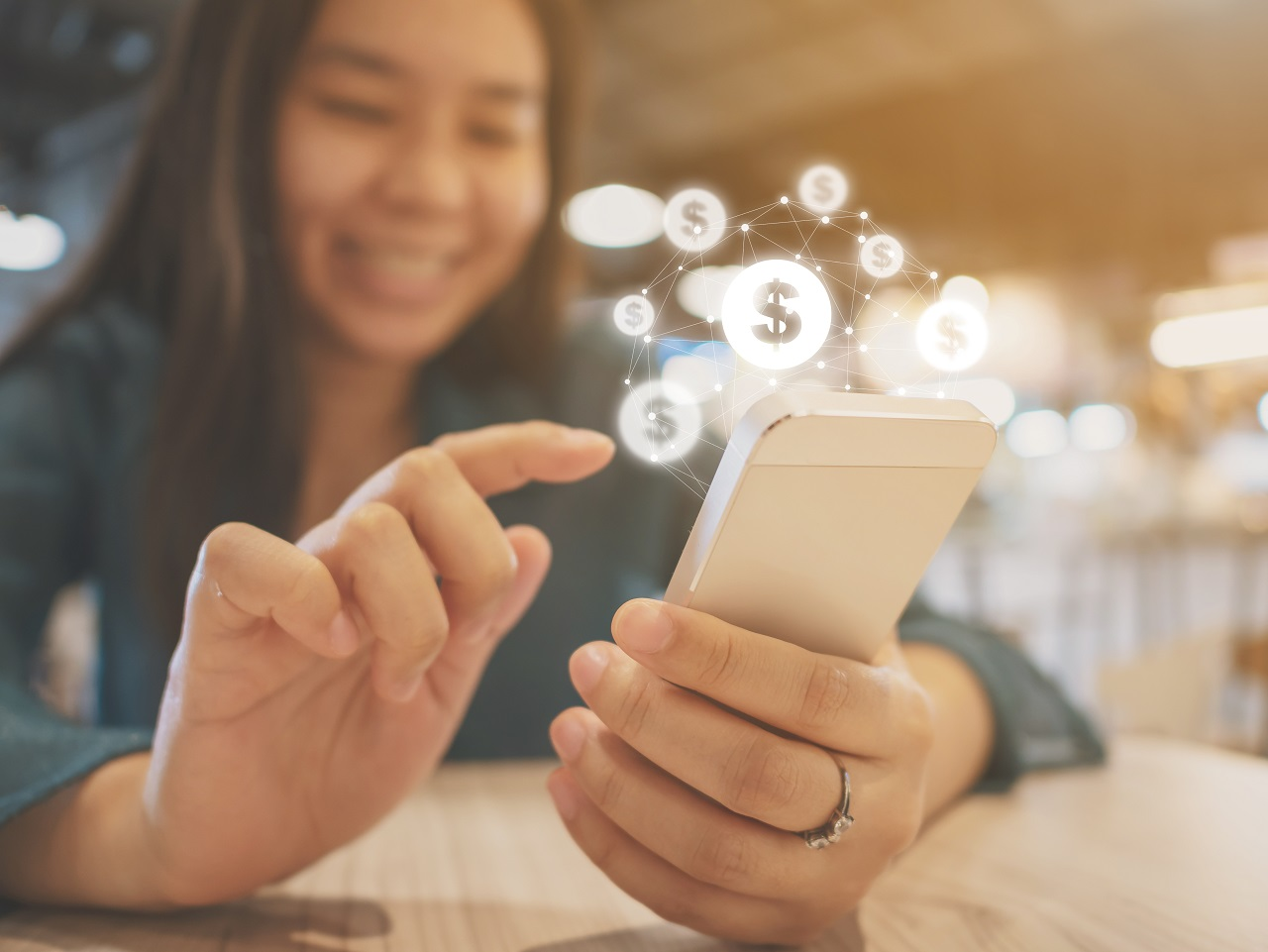 Kvinne - mobilteleforn - Smartphone - Bank-ID - Leading web solutions