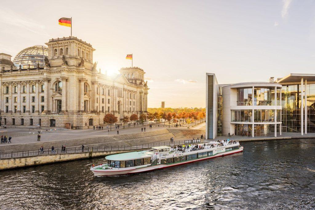 Berlin - Båttur - Elven Spree - Riksdagen - Paul-Löbe-Haus - Visit Berlin