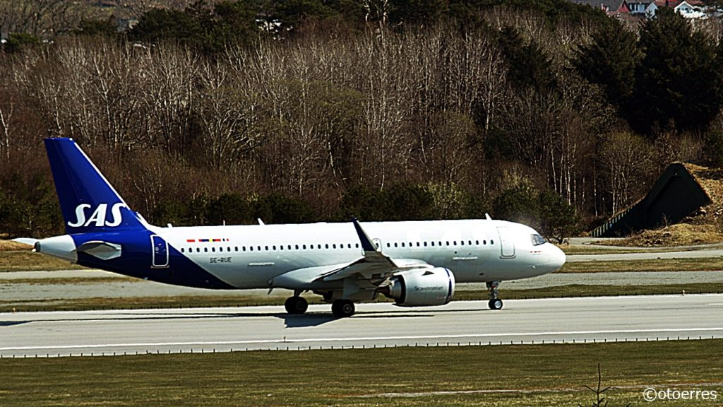 SAS - Boeing 737 - Nytt levery - Takeoff - Stavanger - Sola - april 2021
