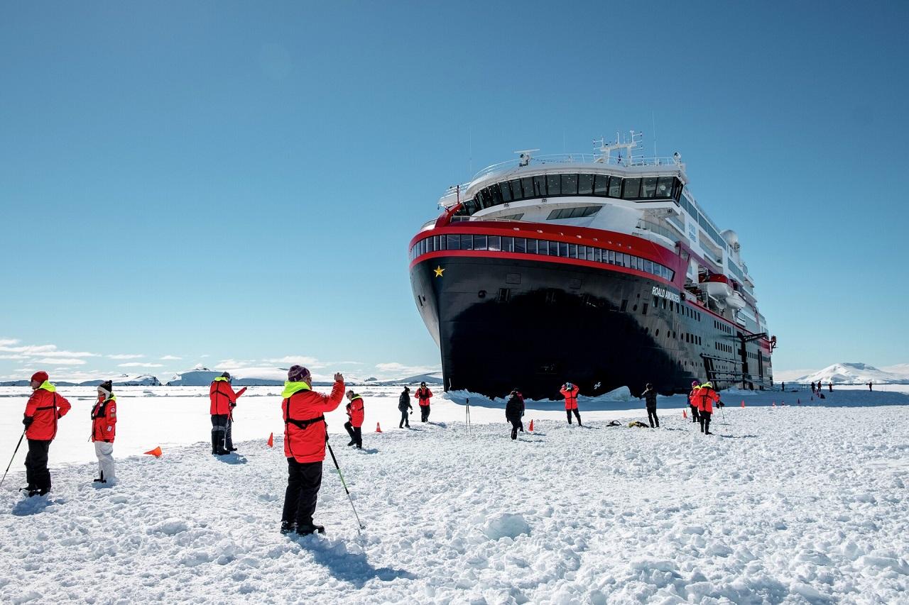 MS Roald Amundsen - Polisen - Hurtigruten