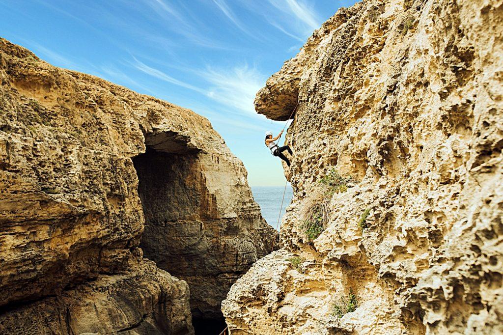 Kvinne - Fjellklatring - Klipper - Gozo - Malta - Middelhavet
