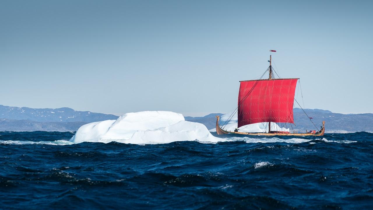 Draken Harald Hårfagre - Vikingskip - Isfjell - Atlanterhavet